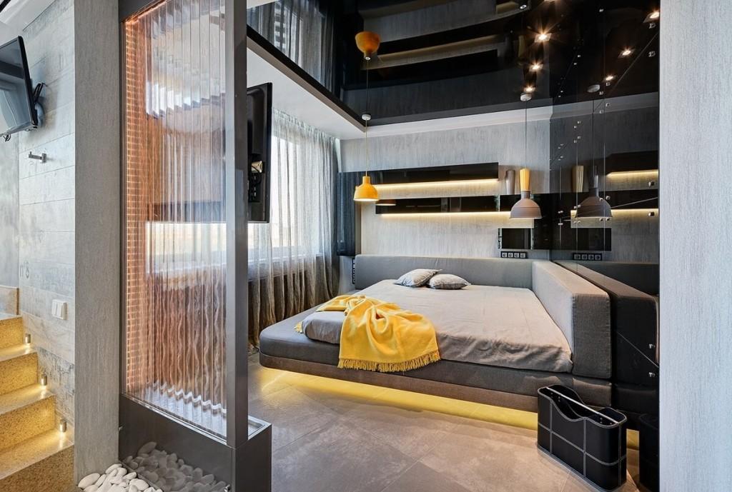 Черный глянцевый потолок в маленькой спальне