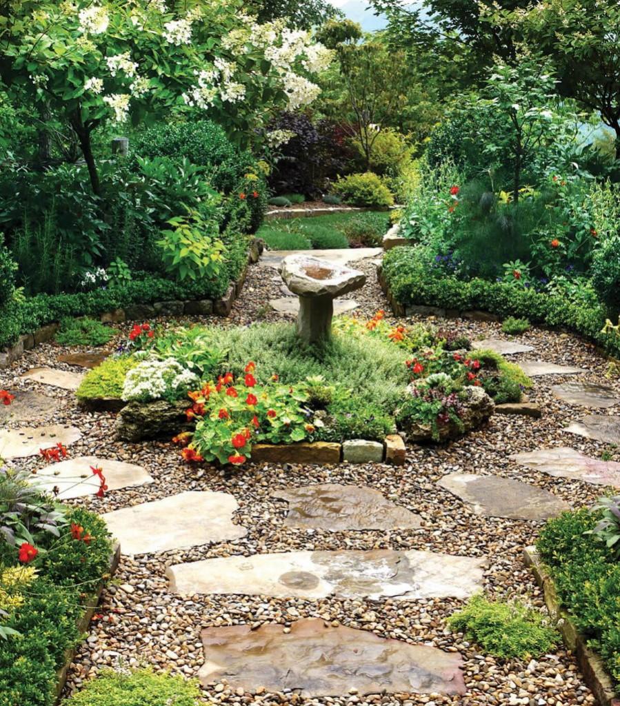 Каменистая дорожка вокруг садовой композиции