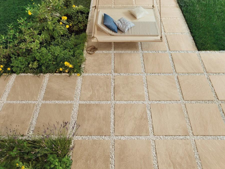 Садовая дорожка из керамогранитной тротуарной плитки