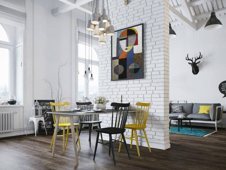 Гостиная в стиле сканди с высокими потолками