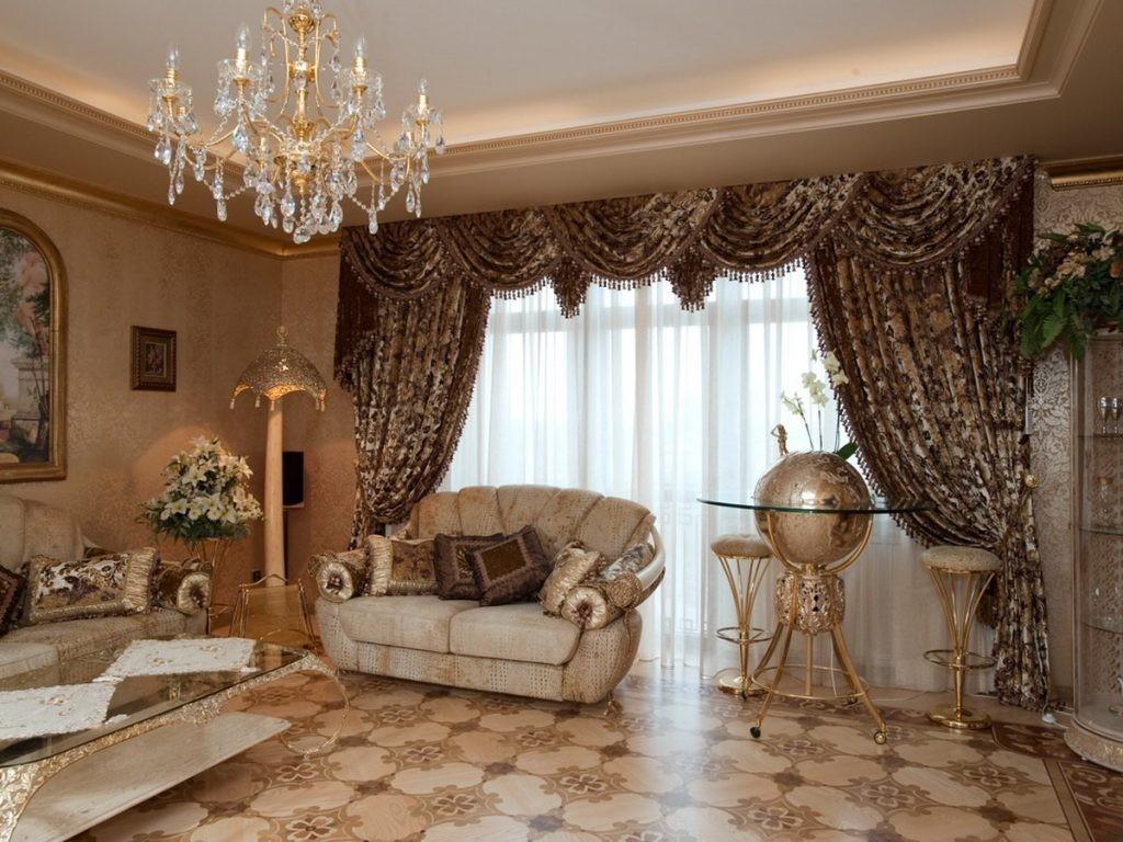 Оформление шторами окна в гостиной классического стиля