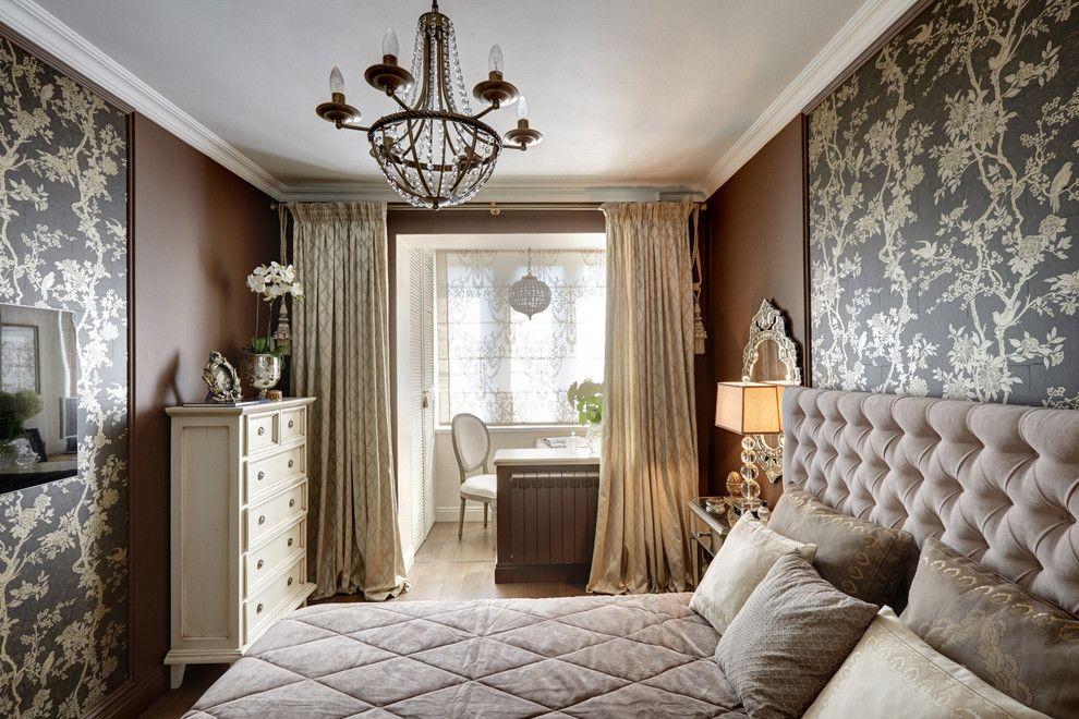 Небольшая спальня со шторами на потолке