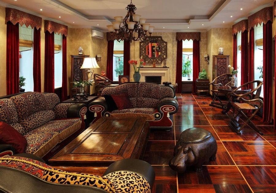 Дорогая мебель в гостиной колониального стиля