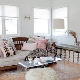 комната с диваном декор фото