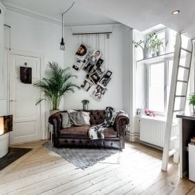 комната с диваном фото интерьер