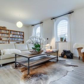 комната с диваном идеи интерьера