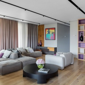 комната с диваном варианты