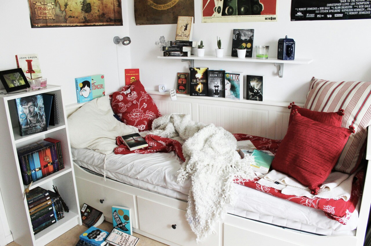 комната в стиле тамблер с диваном