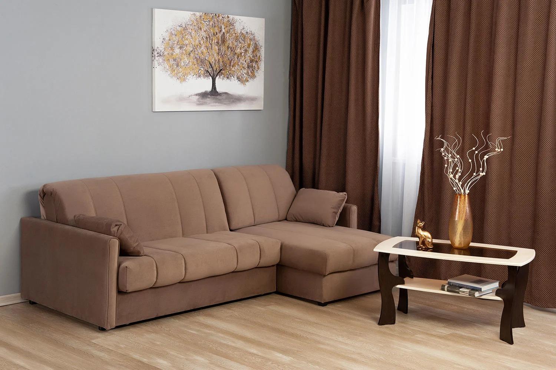 коричневый диван аккордеон в гостиной
