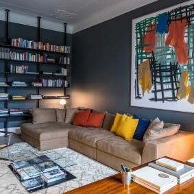 коричневый диван в гостиной декор
