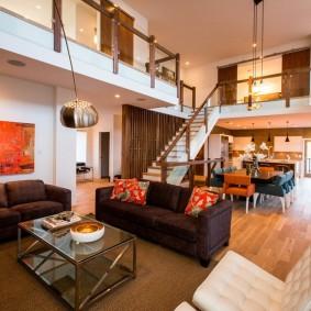 коричневый диван в гостиной идеи декор