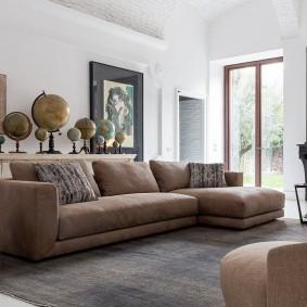 коричневый диван в гостиной фото