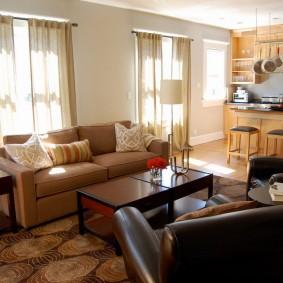 коричневый диван в гостиной оформление фото