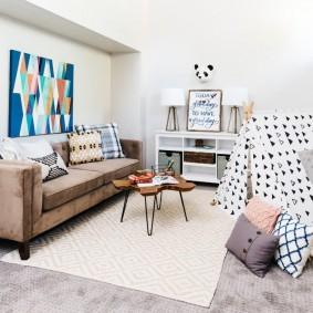 коричневый диван в гостиной фото оформление
