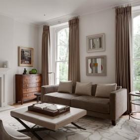 коричневый диван в гостиной фото оформления