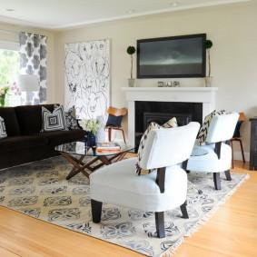 коричневый диван в гостиной варианты фото