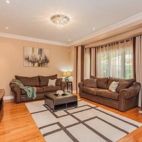 коричневый диван в гостиной фото вариантов