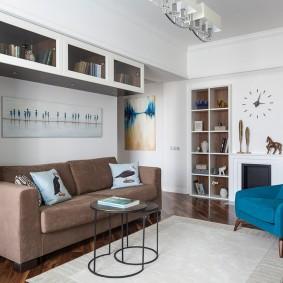 коричневый диван в гостиной идеи варианты