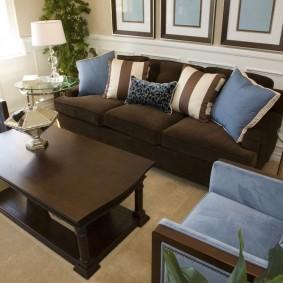 коричневый диван в гостиной фото виды