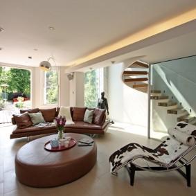 коричневый диван в гостиной виды идеи