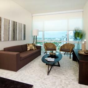коричневый диван в гостиной идеи виды