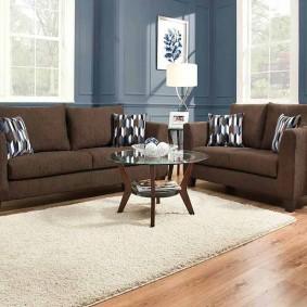 коричневый диван в гостиной виды дизайна