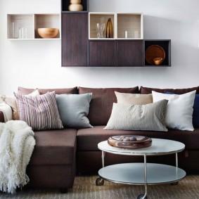 коричневый диван в гостиной фото дизайна