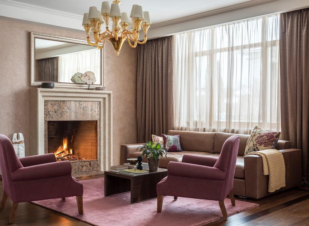коричневый диван в гостиной фото интерьера