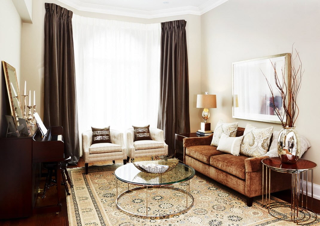 коричневый диван в гостиной классика