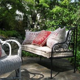 кованые скамейки для сада декор идеи