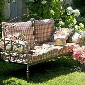 кованые скамейки для сада оформление