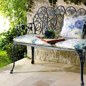 кованые скамейки для сада варианты декора