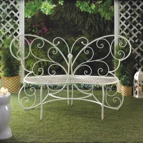 кованые скамейки для сада варианты оформления