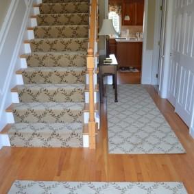 ковровые дорожки в прихожую фото интерьер