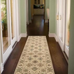 ковровые дорожки в прихожую фото интерьера