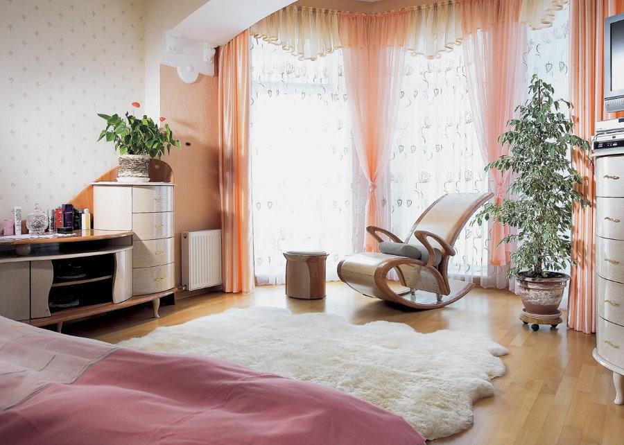 Кресло-качалка для гостей в загородном доме