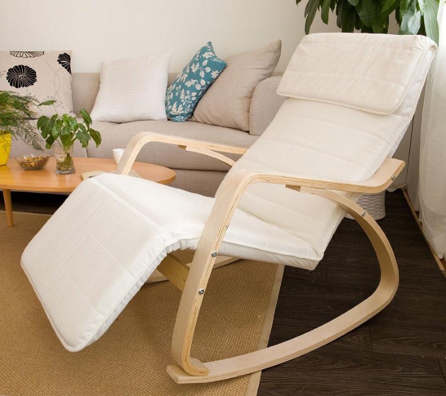 Небольшое кресло-качалка на фанерном основании