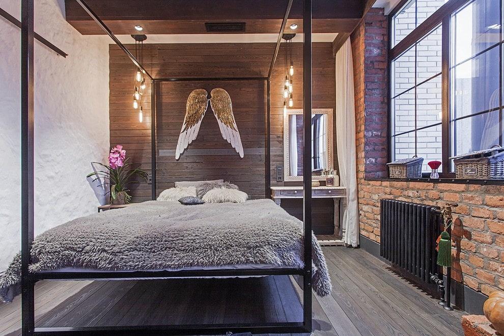 кровать в спальне металлическая