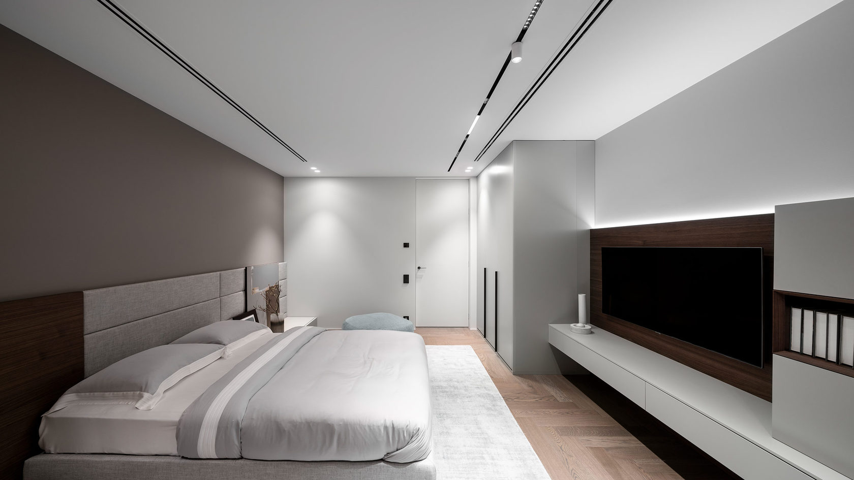 линейные светильники в спальне