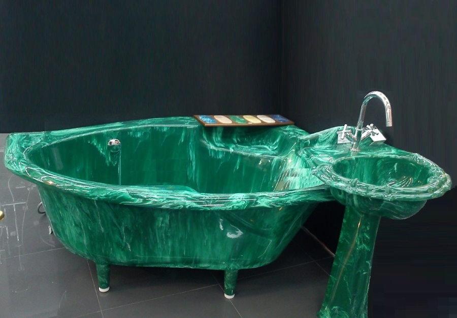 Цветная ванна из литьевого мрамора в комплекте с раковиной
