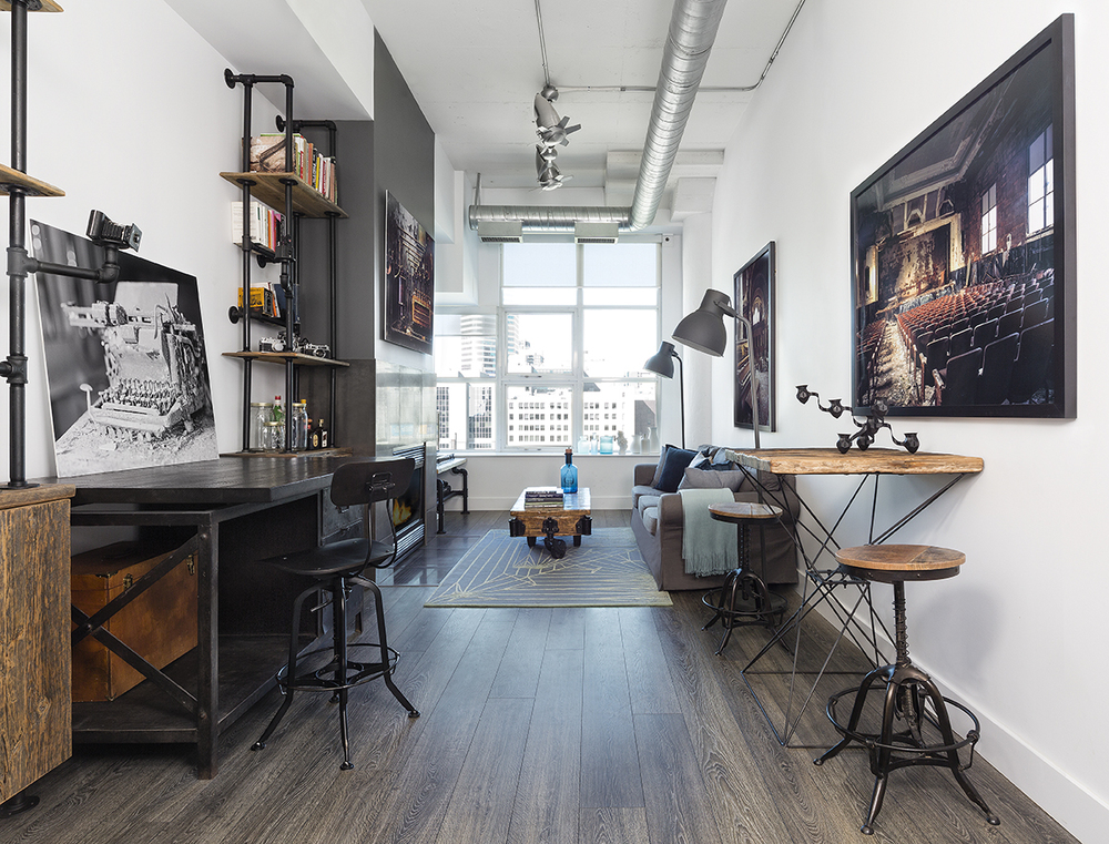 Интерьер комнаты мужчины в стиле светлого лофта