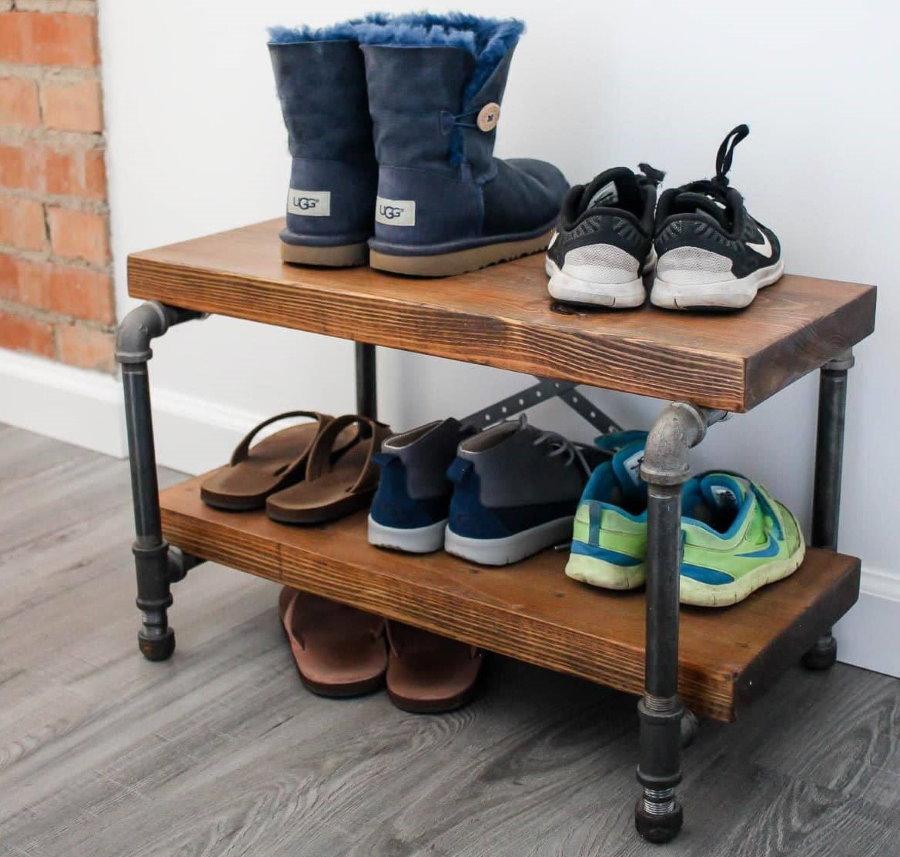 Самодельная обувница на каркасе из водопроводных труб