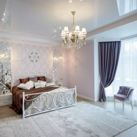 люстра под натяжной потолок в спальне фото интерьера