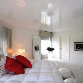 люстра под натяжной потолок в спальне фото оформления
