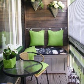 Удобный диванчик на застекленном балконе