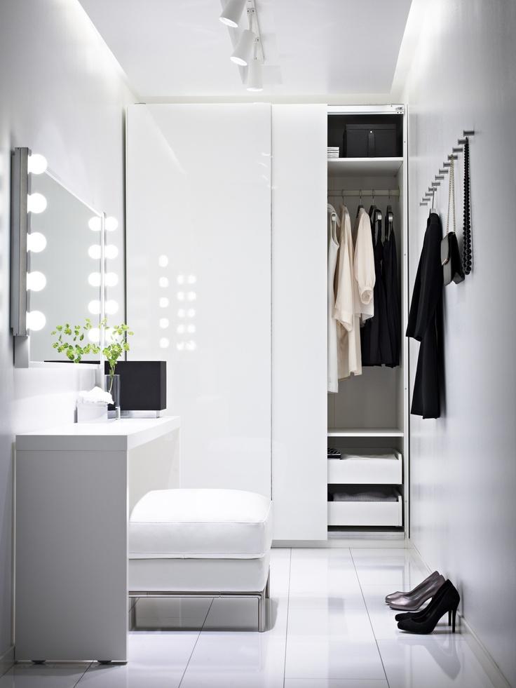 Стильная гардеробная в белом цвете