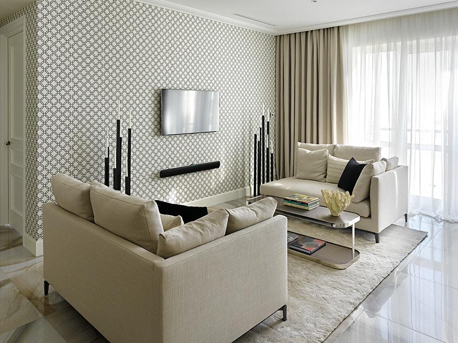 Два маленьких дивана в гостиной современного стиля