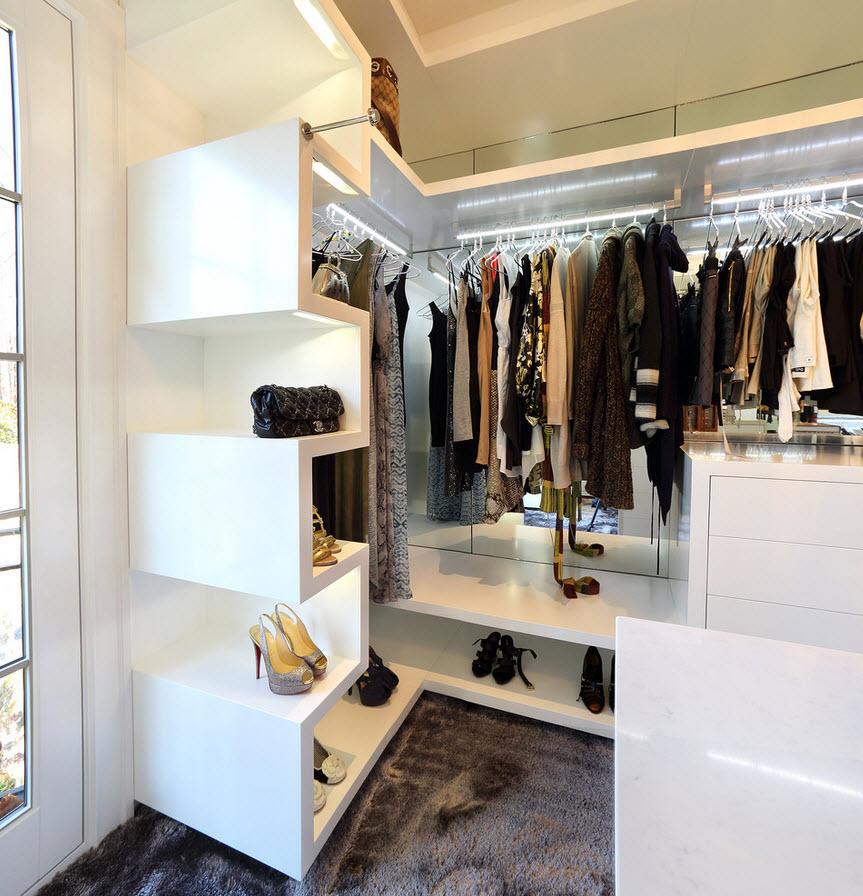 Грамотное наполнение гардеробной комнаты в квартире