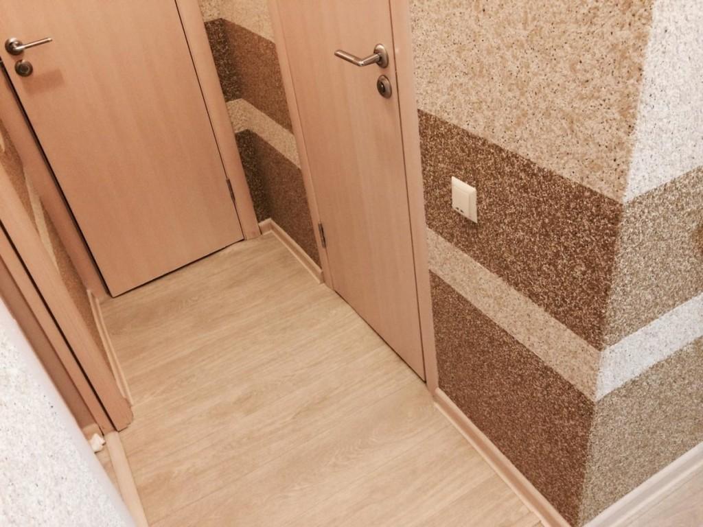 Отделка стены в коридоре жидкими обоями