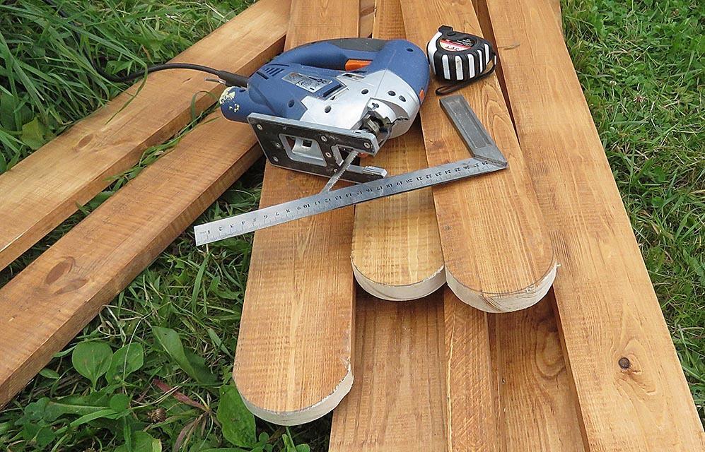 Деревянный штакетник с зашпаклеванными торцами